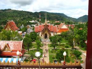 Храм в городе Chalong